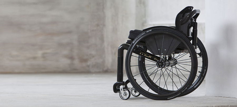mono sedia a rotelle vista laterale sinistra