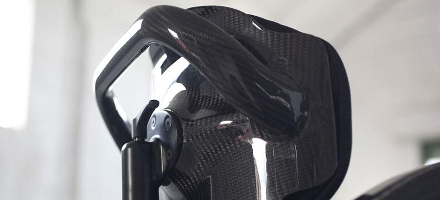 mono sedia a rotelle dettaglio manico laterale destra