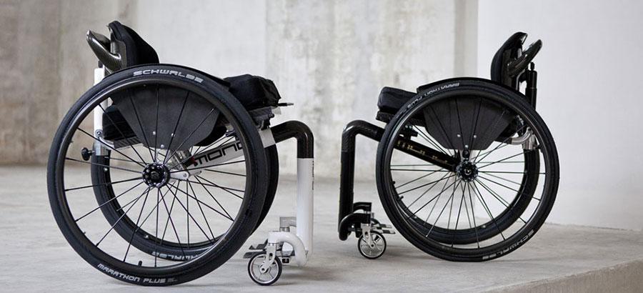 sedie a rotelle mono all in one bianca e nera vista laterale