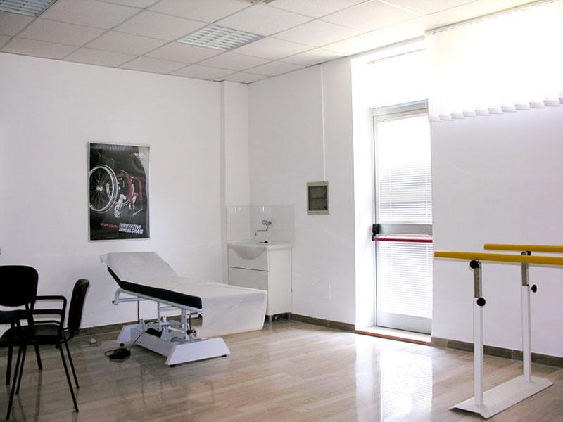 centro ausili neri team - studio con lettino e parallele